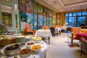 A restaurant or other place to eat at Hotel Parc Belair