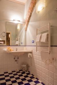 A bathroom at Borgo Sant'ippolito Country Hotel