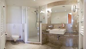 A bathroom at Best Western Premier Airporthotel Fontane BERlin
