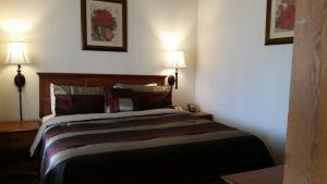 Letto o letti in una camera di Western Holiday Lodge