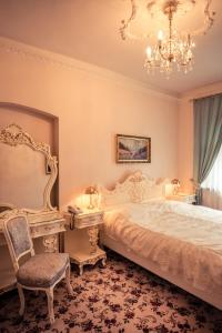 A bed or beds in a room at Gold