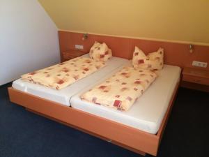 Ein Bett oder Betten in einem Zimmer der Unterkunft Hotel Am Salzberg