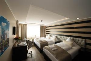 A bed or beds in a room at Skyline Hotel City Frankfurt