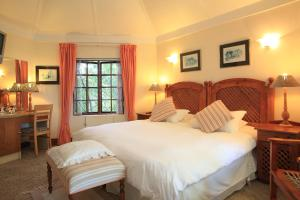 A bed or beds in a room at Mont Fleur B&B