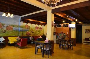 ザ カラード ハウス ジョムティエンにあるレストランまたは飲食店