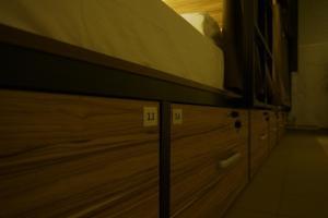 Двухъярусная кровать или двухъярусные кровати в номере Стерео Хостел