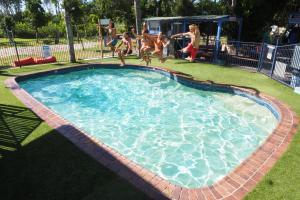 Swimmingpoolen hos eller tæt på Backpackers Inn On The Beach