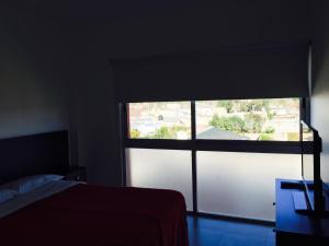 Una televisión o centro de entretenimiento en Apart Hotel Cañuelas