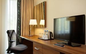 A television and/or entertainment centre at Hilton Garden Inn Moscow New Riga