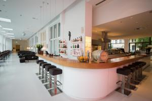 The lounge or bar area at Ellington Hotel Berlin