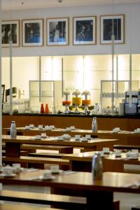 A restaurant or other place to eat at Ellington Hotel Berlin