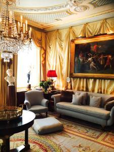 Coin salon dans l'établissement Park Mansion