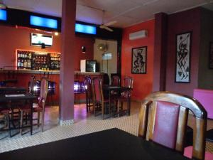 The lounge or bar area at Hotel Kavana