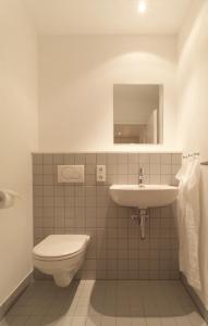 A bathroom at Gästehaus Am Herrenberg