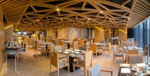 A restaurant or other place to eat at Alana Nha Trang Beach Hotel