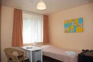 A bed or beds in a room at Apartmentpension Am Krongut