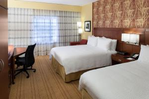 A bed or beds in a room at Courtyard by Marriott Houston NASA/Nassau Bay