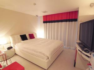 A bed or beds in a room at V Hotel (Adult Only)