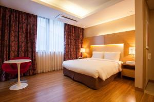 A bed or beds in a room at Hotel Pharos