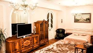 A television and/or entertainment center at Rooms at Mayakovskaya