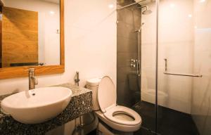 A bathroom at Sailing Hotel