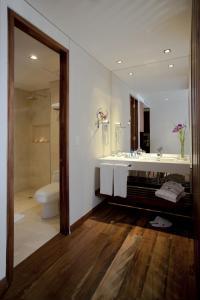 A bathroom at Hotel Estelar Parque de la 93