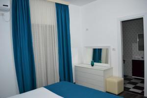 Postelja oz. postelje v sobi nastanitve Villa August Ksamil