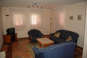 A seating area at Bódis Apartaman II.