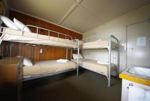 A bunk bed or bunk beds in a room at Swagman Chalet