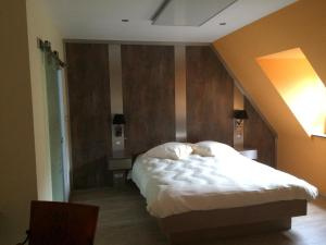 A bed or beds in a room at Chambres d'Hotes Chez Marie