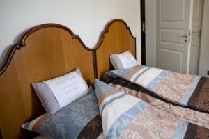 Ein Bett oder Betten in einem Zimmer der Unterkunft Pension Alte Schmiede