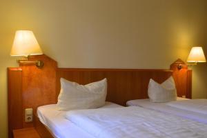 Ein Bett oder Betten in einem Zimmer der Unterkunft Fair Hotel am Rathaus