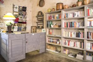 De bibliotheek in de vakantieboerderij