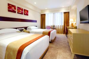 A bed or beds in a room at Casa Real Hotel