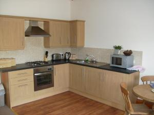 A kitchen or kitchenette at Knotts Farm Holiday Cottages