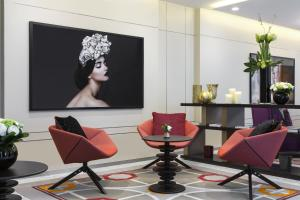 The lobby or reception area at La Clef Tour Eiffel Paris by The Crest Collection