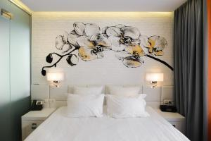 A bed or beds in a room at Ahotels Design Style on Tolstogo