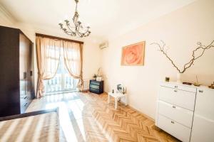 Гостиная зона в Venetian art Nouveau flat Prospekt Mira