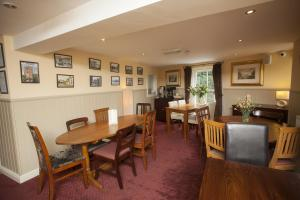 A restaurant or other place to eat at The Five Bells