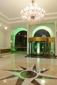 O saguão ou recepção de VOA Hotel Internacional