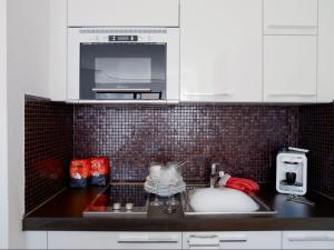 Küche/Küchenzeile in der Unterkunft VISIONAPARTMENTS Chemin des Epinettes - contactless check-in