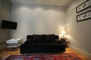 A seating area at 1 Bedroom Apartment Covent Garden