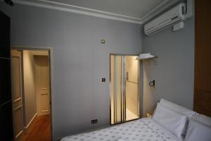 A bed or beds in a room at 1 Bedroom Apartment Covent Garden
