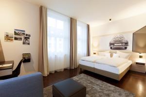 Een bed of bedden in een kamer bij Vienna House Easy Osnabrück