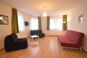 A seating area at Toldi Apartments Pécs