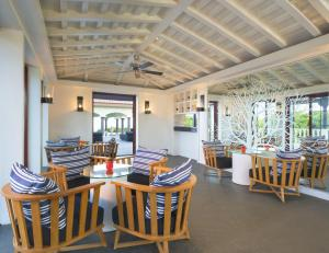 A restaurant or other place to eat at Le Meridien Mahabaleshwar Resort & Spa