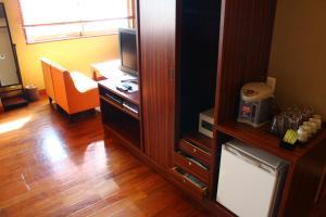 Televisi dan/atau pusat hiburan di Hotel Saika