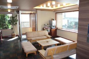 Area lobi atau resepsionis di Hotel Saika