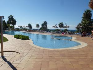 Het zwembad bij of vlak bij Apartamentos Mar Blau