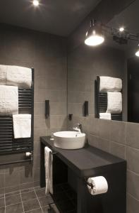 A bathroom at Skuggi Hotel by Keahotels